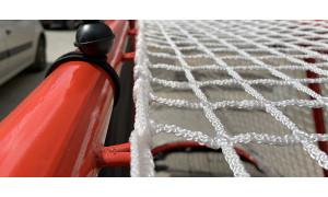 Как закрепить сетку на хоккейные ворота?